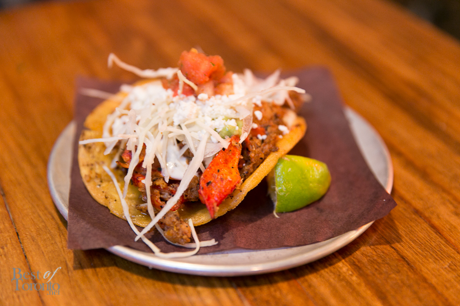 Langosta crispy taco: lobster sautéed in an arbol mantequilla | Photo: Nick Lee