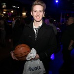 This lucky fan got his basketball signed by DeMar DeRozan at the Players Gala