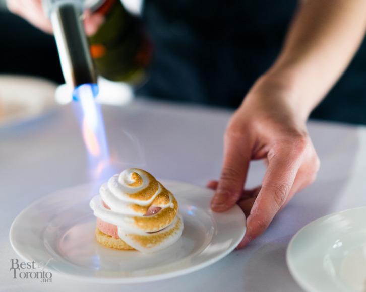 Strawberry pistachio baked Alaska | Sweet Sammies