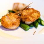 Capesante al tartufo | Seared scallops with truffled cauliflower puree, sautéed asparagus and crispy leeks