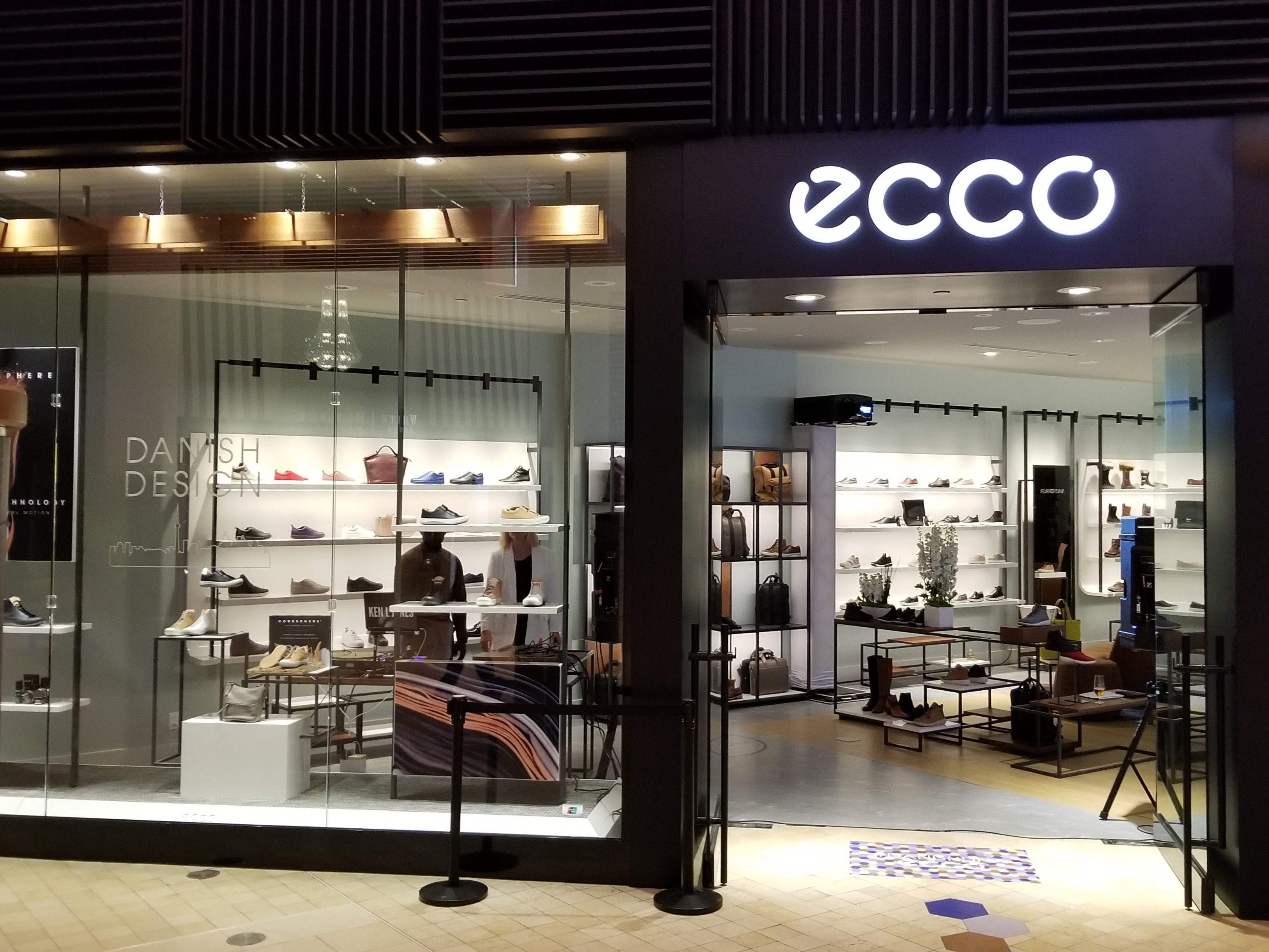 ecco s first north american flagship opens in toronto ad best of toronto. Black Bedroom Furniture Sets. Home Design Ideas